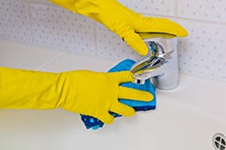 Eliminate sink and tub stains